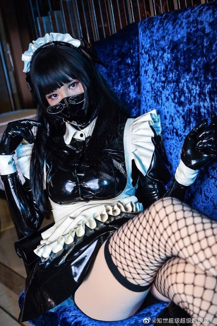 「漫展萌妹子」紧身乳胶衣Cosplay性感女仆!「一」