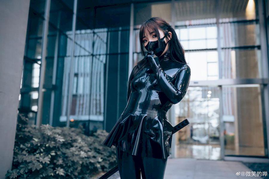 「漫展小姐姐」黑色乳胶衣Cosplay女忍者!