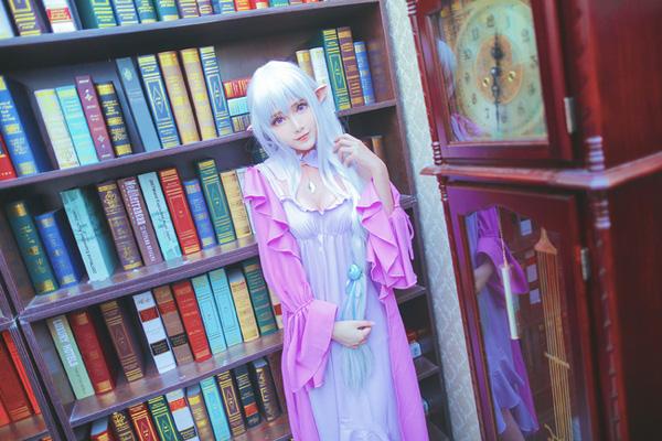 《Re:从零开始的异世界生活》Cosplay艾米莉娅 睡衣ver.